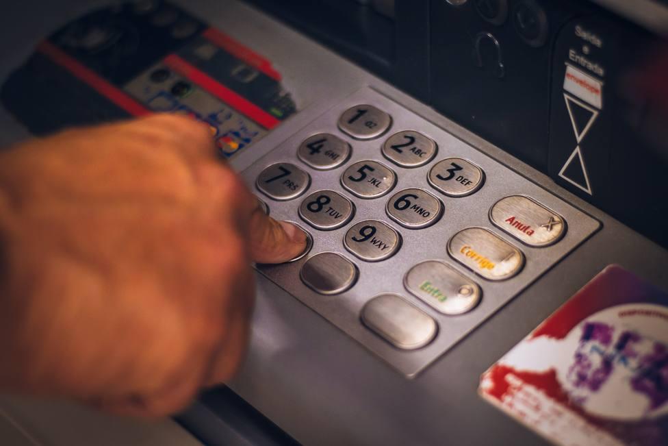 Los detenidos robaban a mayores en cajeros automáticos