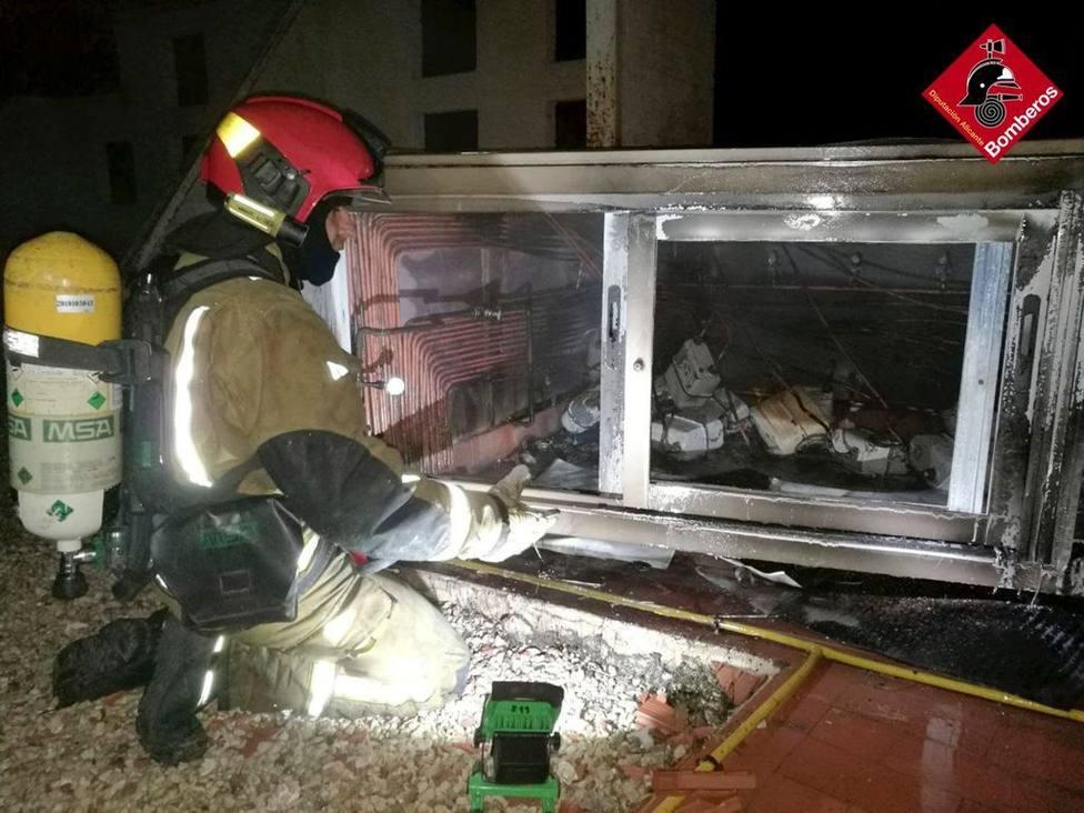 Un rayo provoca un incendio sin heridos en la azotea de un rascacielos de Benidorm