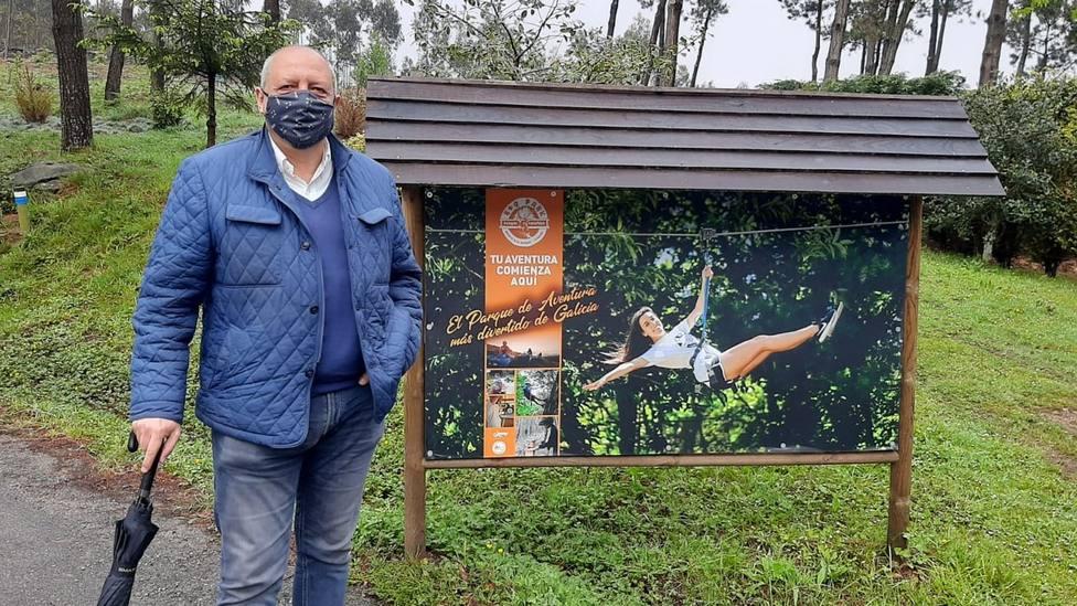 Óscar Rodríguez, portavoz del Partido Popular de Viveiro, en las instalaciones del parque de aventura Roq Park