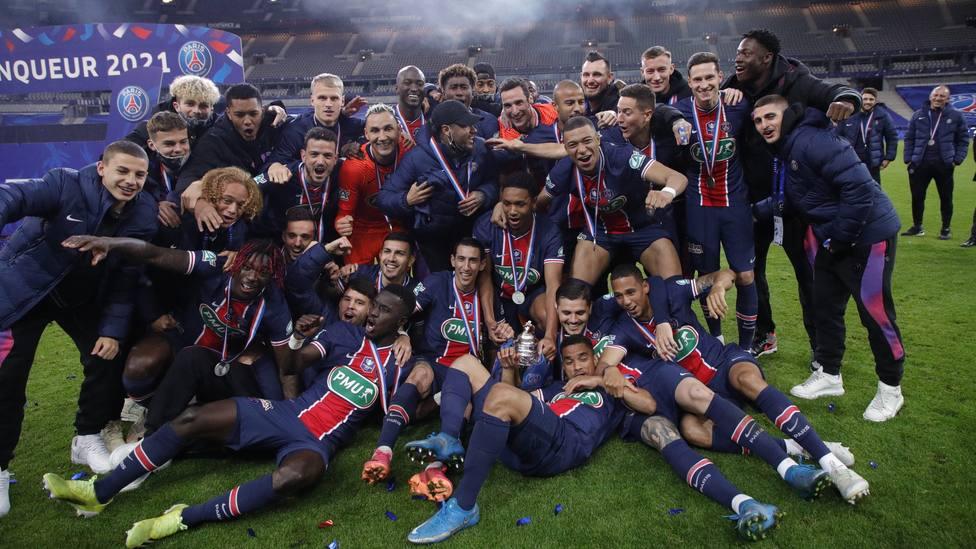 El PSG posa con trofeo de campeón de la Copa de Francia