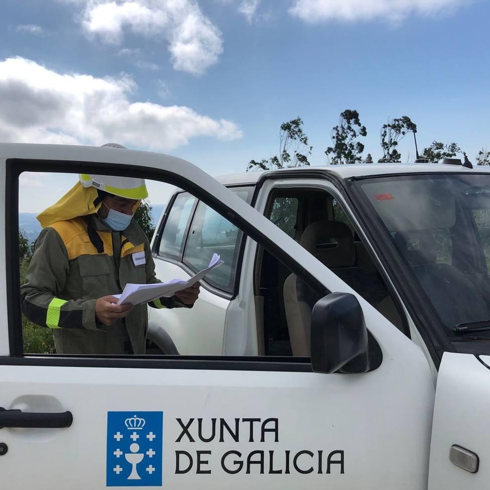 Servicio de prevención y defensa contra los incendios forestales en Ares. FOTO: Xunta