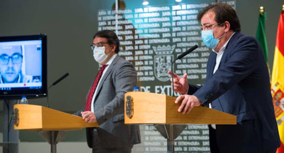 Guillermo Fdez Vara, presidente de Extremadura y José Mª Vergeles, consejero de Sanidad (archivo)