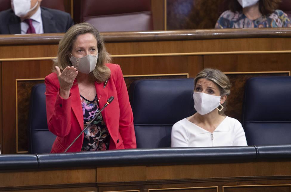 Yolanda Díaz obvia a Nadia Calviño y rompe su imagen pactista al forzar la subida del SMI sin las empresas