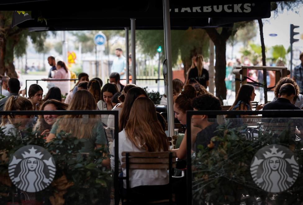 España, al borde del riesgo bajo con los indicadores en descenso y la incidencia en niveles de julio de 2020