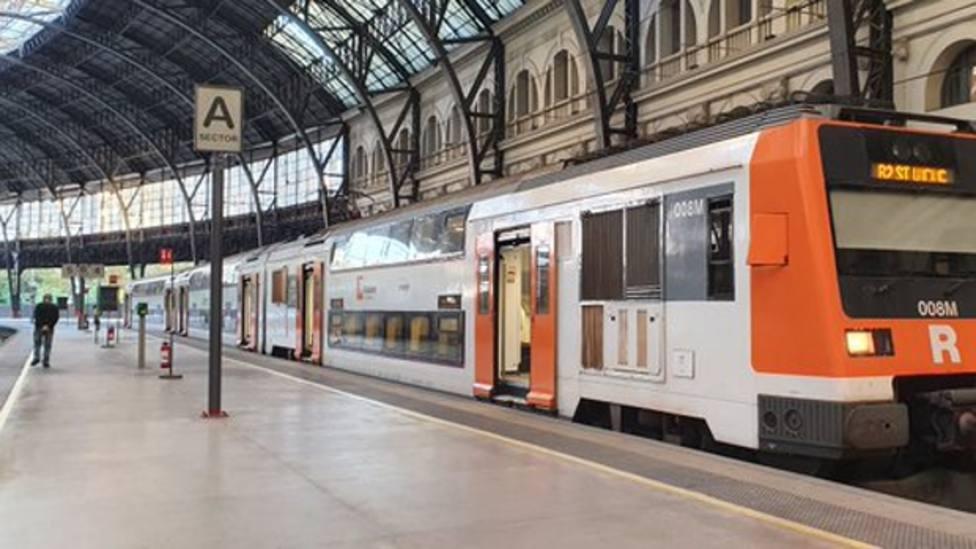 Los trenes de Renfe cumplen los servicios mínimos en el primer paro de este jueves en Catalunya