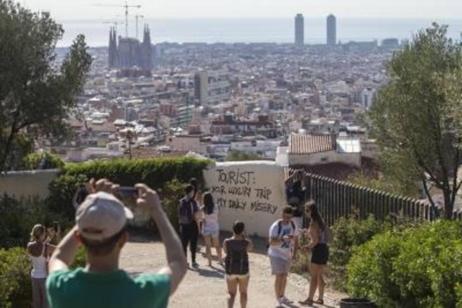 El turismo sigue cayendo en Cataluña pese a la llegada del verano