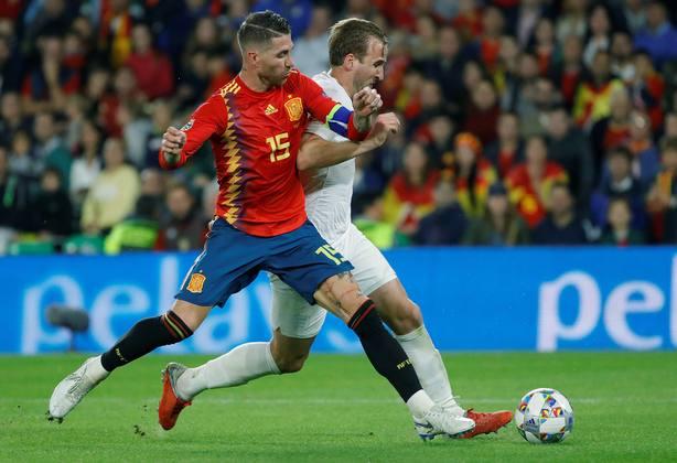 La derrota de España ante Inglaterra y el Premio Planeta a Posteguillo, claves informativas de este martes