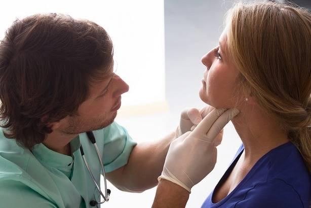 Experto destaca la cirugía endoscópica de cuello para mejorar el resultado estético en operaciones de tiroides