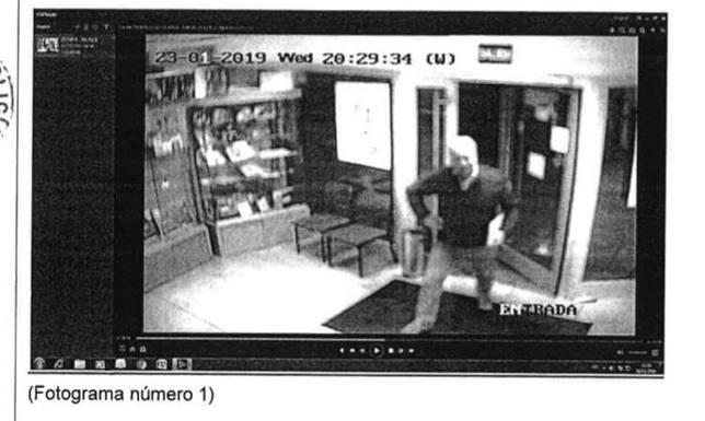 Imagen de la cámara de seguridad de la sucursal de Correos desde donde se envió el anónimo