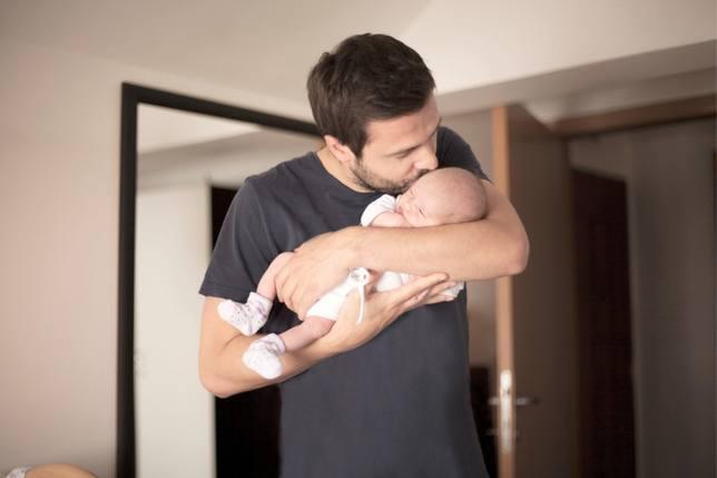 Más de 3.000 personas piden al Gobierno que el permiso de paternidad de ocho semanas sea retroactivo al 1 de marzo