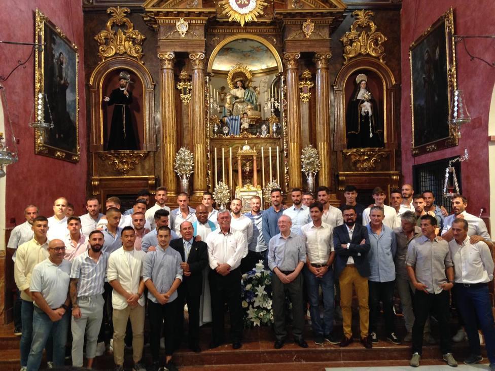 El Málaga realiza la tradicional ofrenda florar a La Divina Pastora