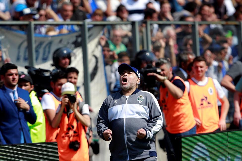 Debut de Diego Maradona como técnico de Gimnasia y Esgrima