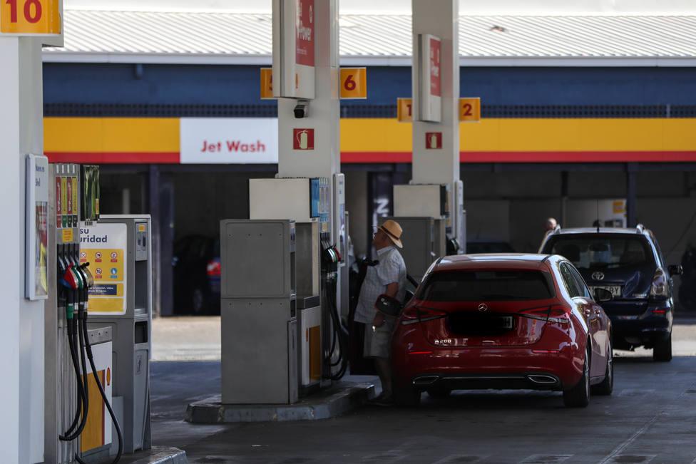 El precio de la gasolina y del gasóleo remonta a máximos desde octubre en pleno puente de la Constitución