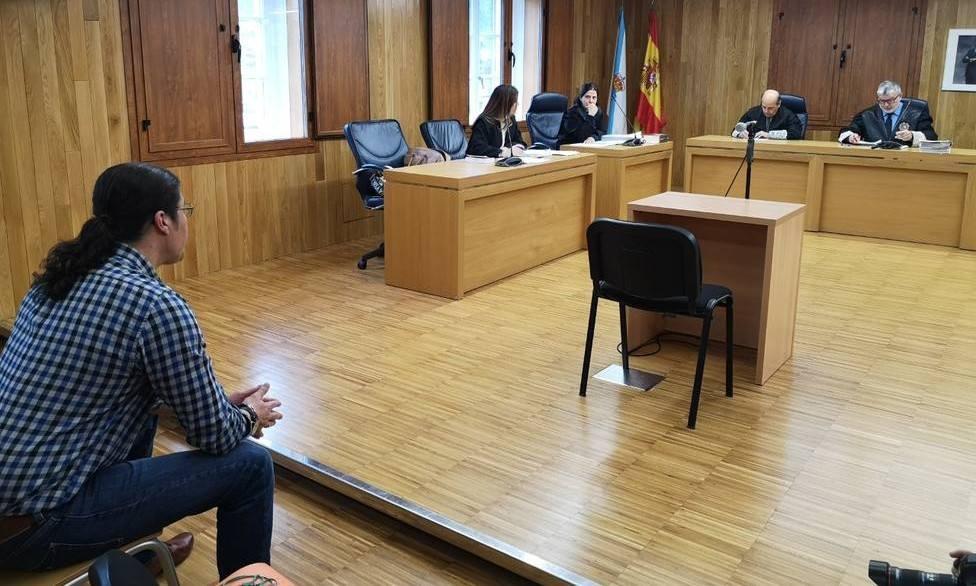 El acusado por intentar matar a su ex y a su hijo, prestando declaración en la Audiencia Provincial de Lugo