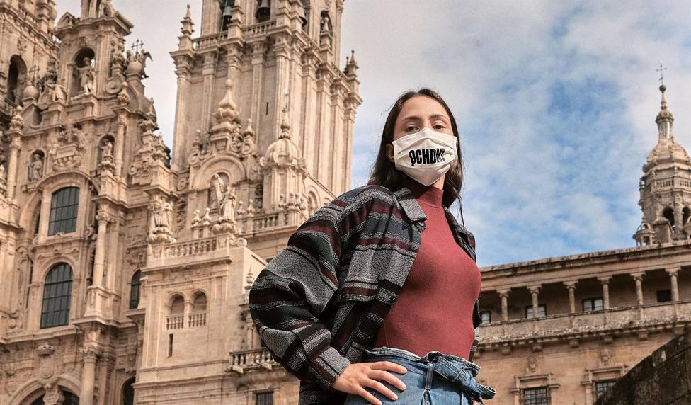 Gadis regalará el modelo de mascarilla que aparece en el auncio de Vivamos como Galegos - FOTO: Gadis
