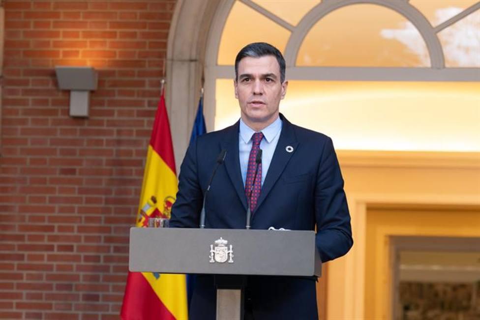 Sánchez no aprovecha la salida de Illa para reducir su mastodóntico Gobierno en plena crisis