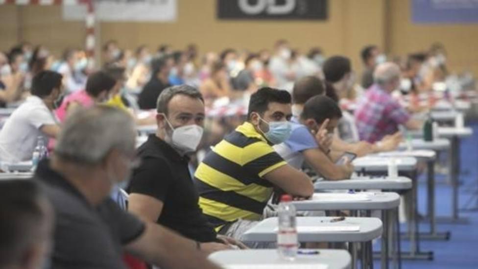 Opositores con mascarilla durante un examen. Foto: ABC