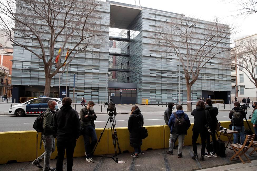 Los Mossos registran las oficinas del F.C. Barcelona por el BarçaGate