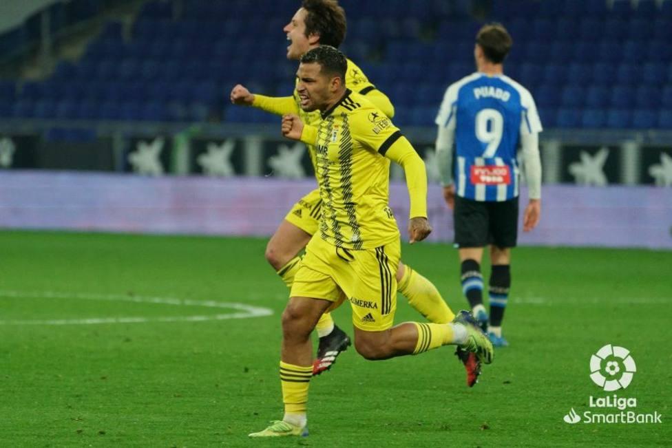 Nahuel celebra el gol del empate del Oviedo