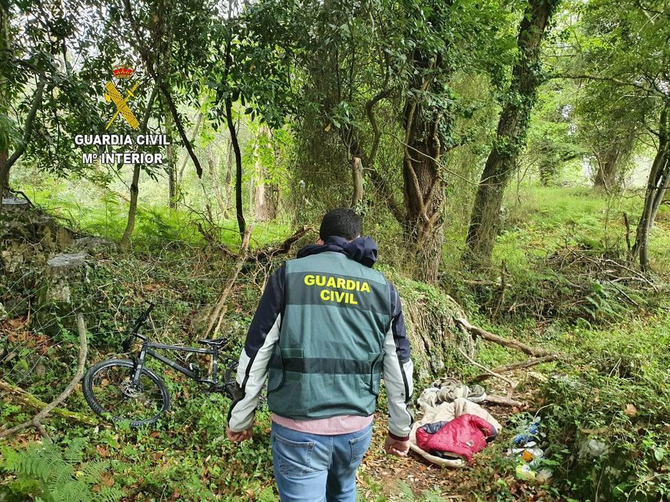 Efectos robados localizados por la Guardia Civil en Llanes, durante el arresto del ex militar francés