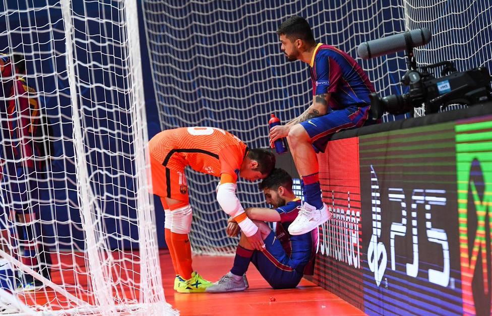 El Sporting remonta la final al Barça en cinco minutos