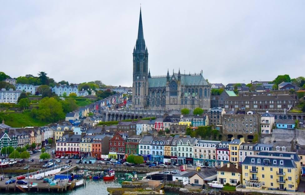 El Punta Candieira permanece amarrado en el Puerto de Cobh, en el condado irlandés de Cork