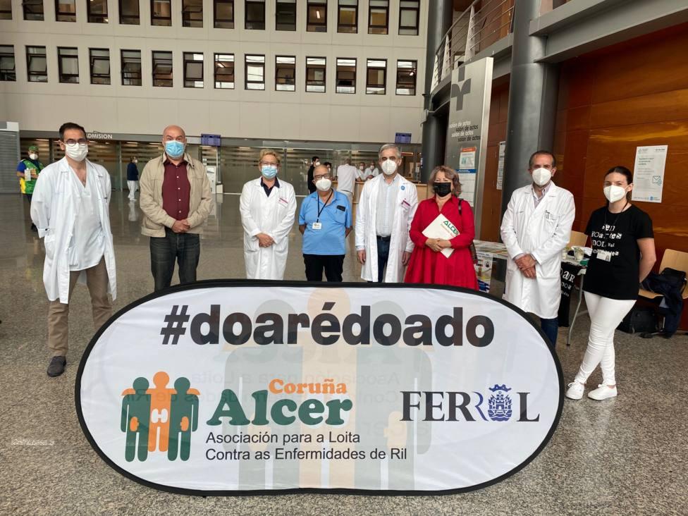 Responsables del Área Sanitaria de Ferrol en el hall de entrada del Arquitecto Marcide. FOTO: Sergas