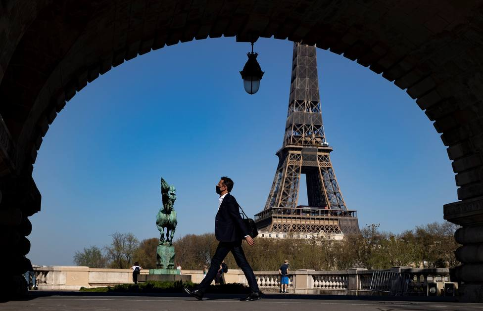 Francia bate el récord de vacunación mientras la incidencia sigue subiendo