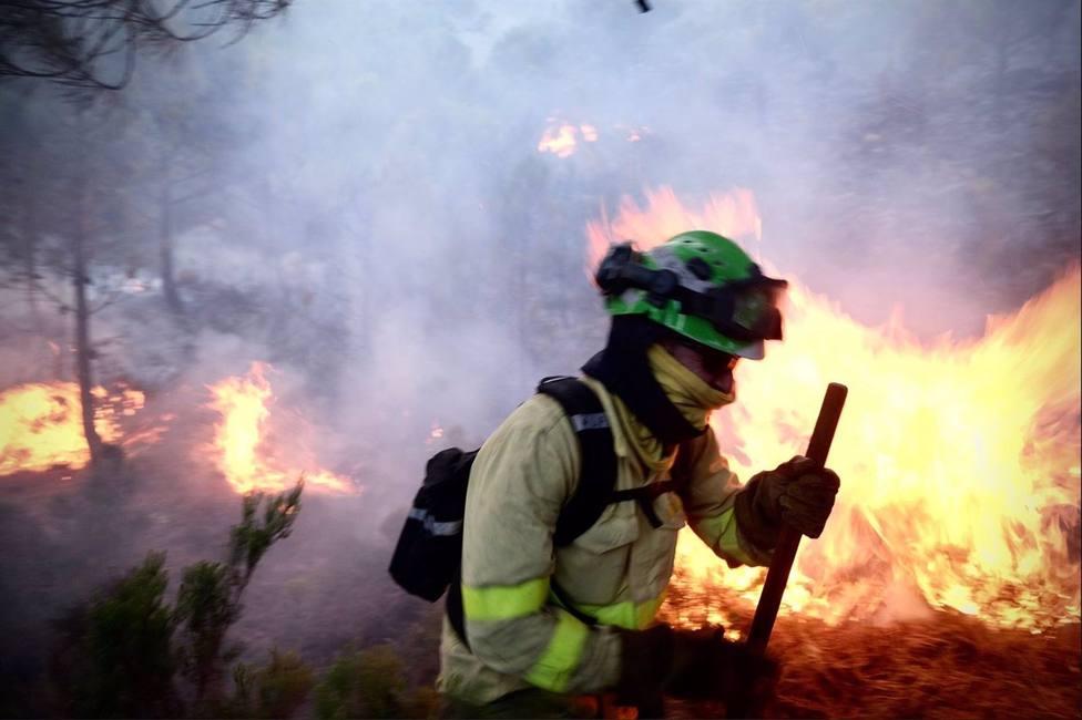 El incendio en Sierra Bermeja quema ya 7.400 hectáreas y obliga a evacuar a 1.600 personas