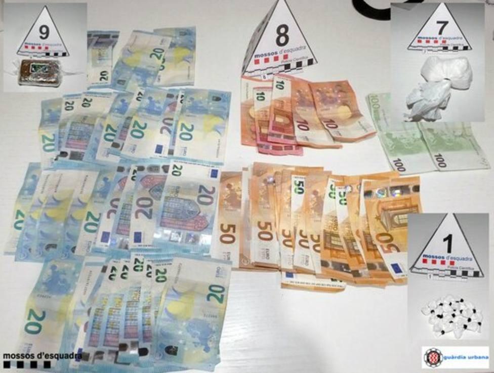 Dinero en efectivo y droga intervenida en el opertaivo en el barrio de Sant Salvador, Tarragona