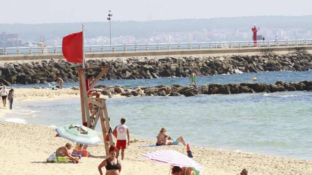 Cierran por enésima vez playas de Palma por vertidos de aguas fecales