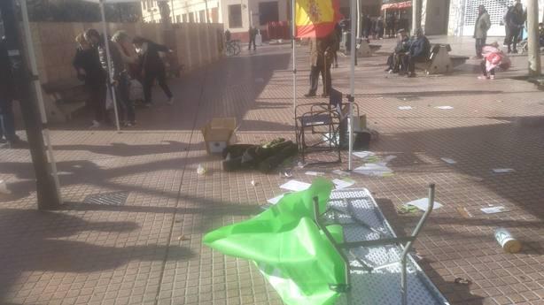 Radicales boicotean actos de Vox en Barcelona y Zaragoza a golpe de extintor
