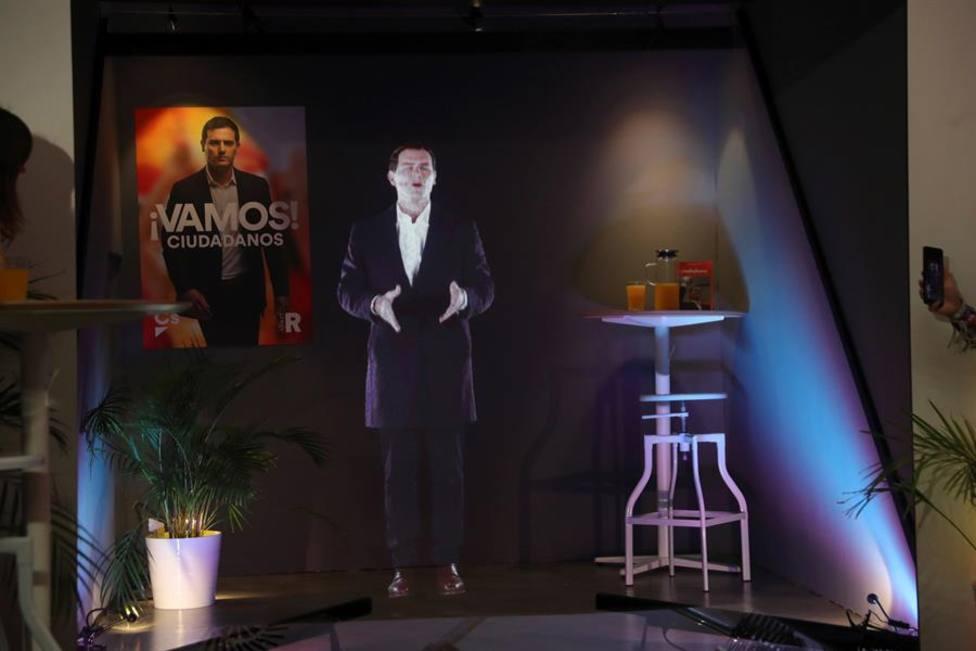 Rivera comienza la campaña apoyando a la España Rural y cargando contra Sánchez