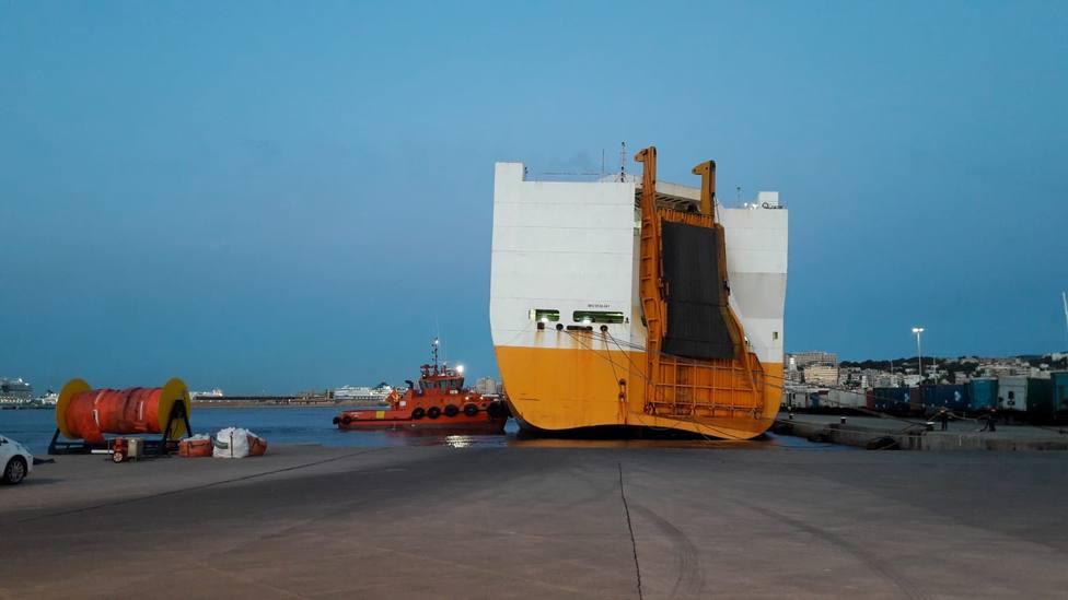 La naviera del Grande Europa investiga si el fuego se inició en dos vehículos nuevos