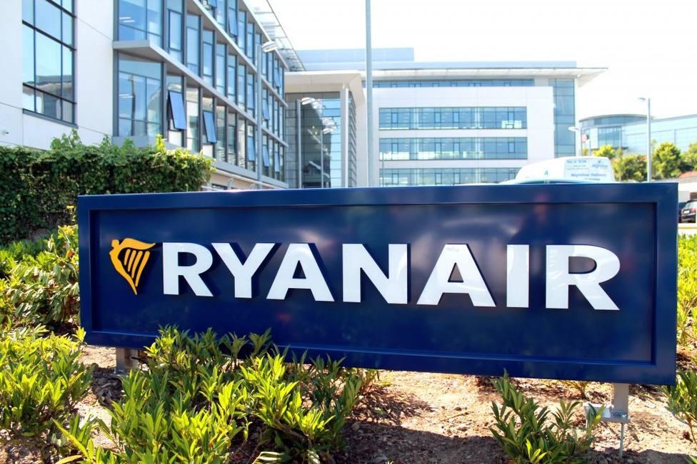 Ryanair inicia un ERE para 512 empleados tras cierre de las bases de Las Palmas, Tenerife, Girona y Lanzarote