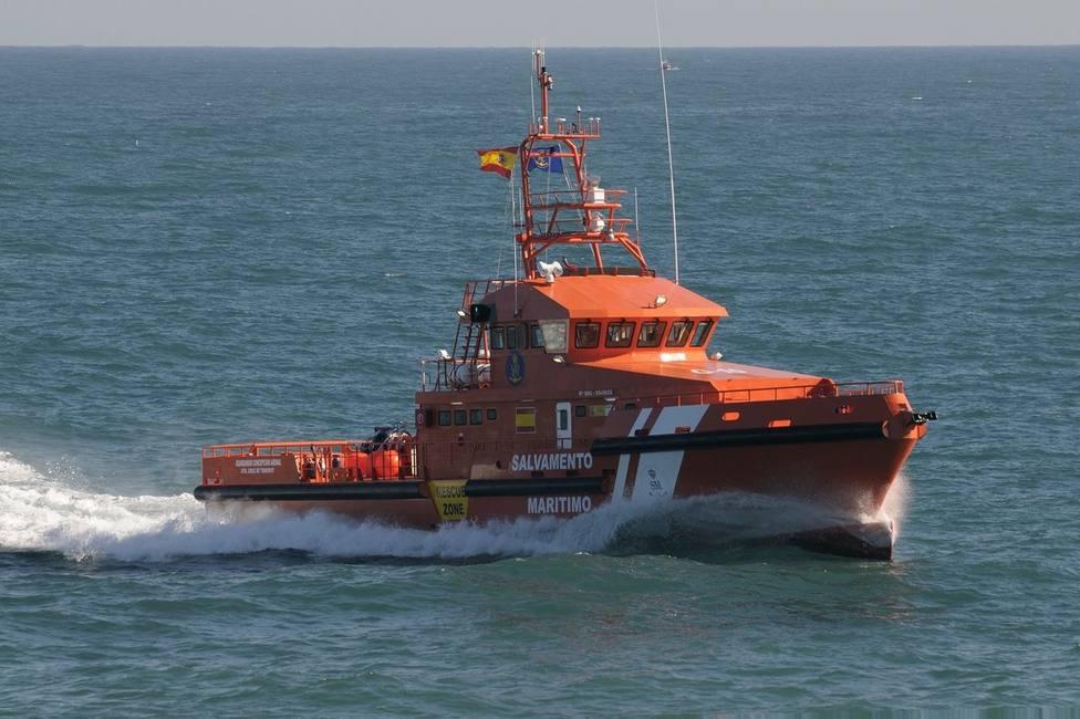 Buscan a un joven desaparecido haciendo pesca submarina en la zona de Los Caños (Cádiz)