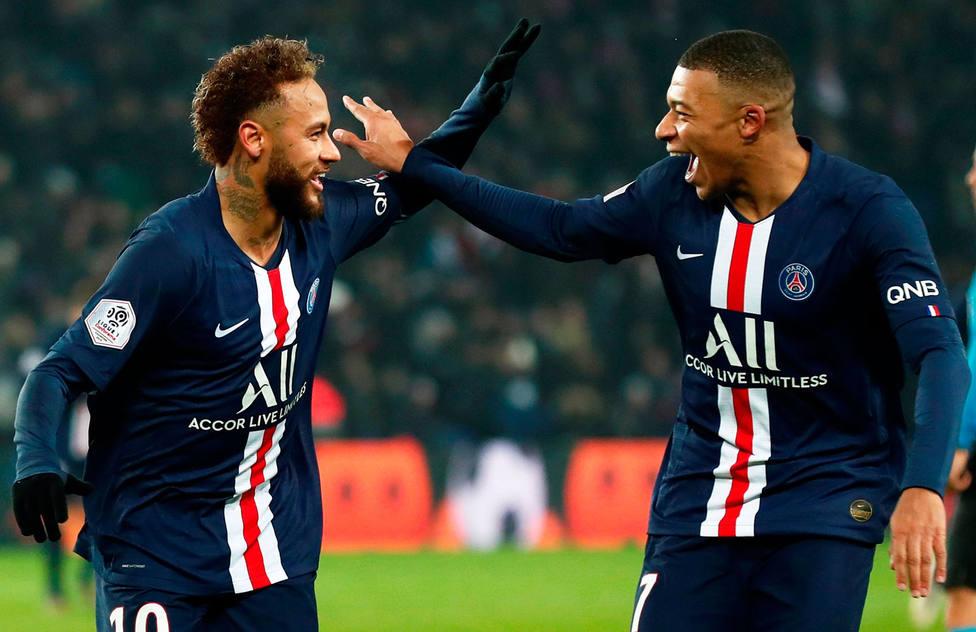 Neymar y Mbappé celebran un gol (EFE)