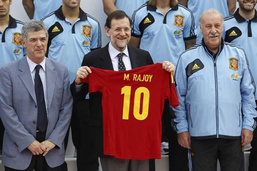 La sorprendente candidatura de Rajoy a la presidencia de la Federación Española de Fútbol, y otras noticias