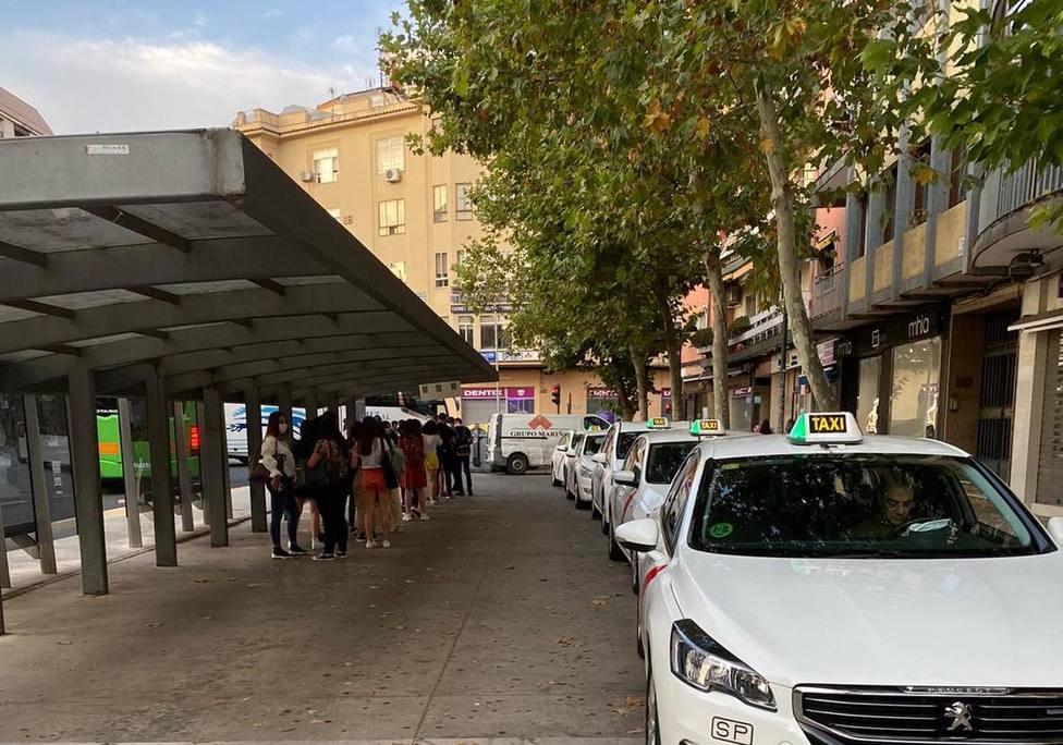 El refuerzo de la línea de autobuses al campus de Cáceres entrarán en funcionamiento el viernes