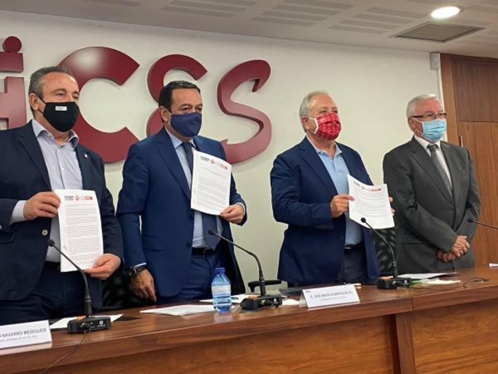 CCOO, UGT y CROEM suscriben el tercer acuerdo para la solución extrajudicial de conflictos laborales
