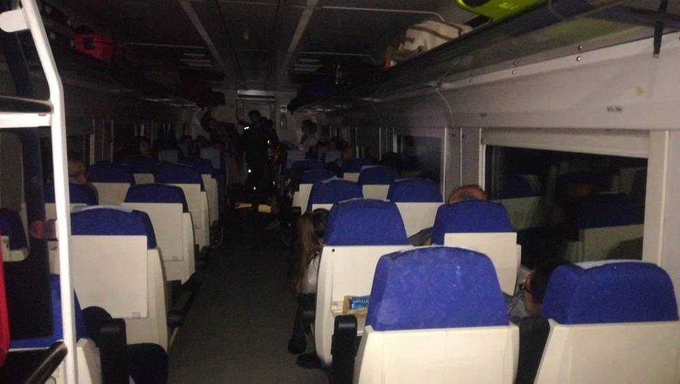 Foto de archivo de otra averia del tren extremeño averiado y a oscuras. Foto: Extremadura en red