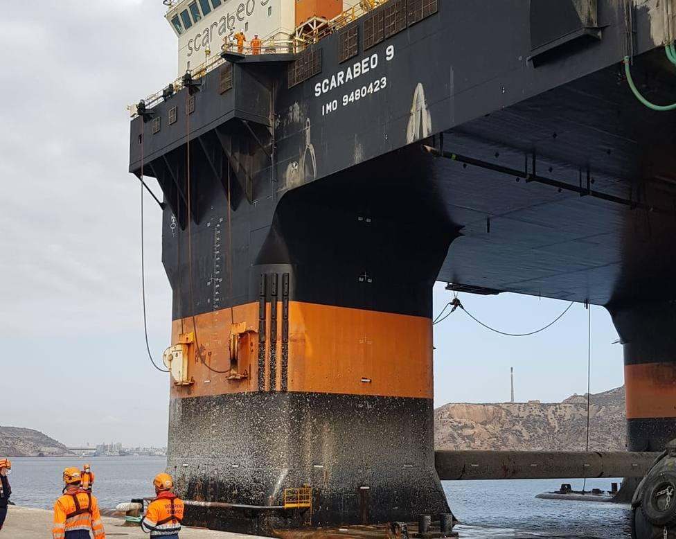 El Puerto de Cartagena acoge un dispositivo especial para el atraque de una plataforma offshore en Escombreras