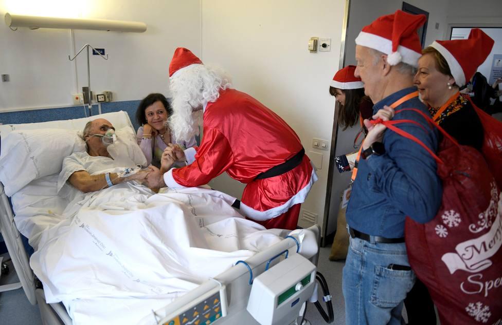 La Asociación Benéfica Geriátrica reparte por Navidad 1.500 regalos a mayores en 12 hospitales de Madrid