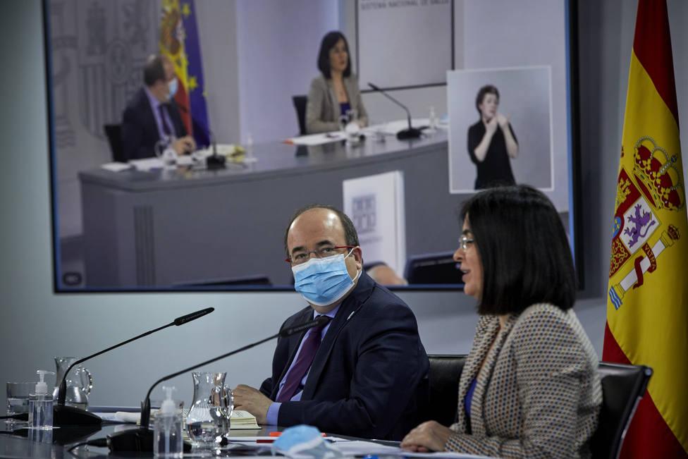 Darias supedita ampliar AstraZeneca a mayores de 65 a resultados de ensayos