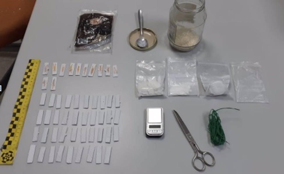 Detenido un hombre que usaba el quiosco de tapadera para vender droga y tabaco de contrabando