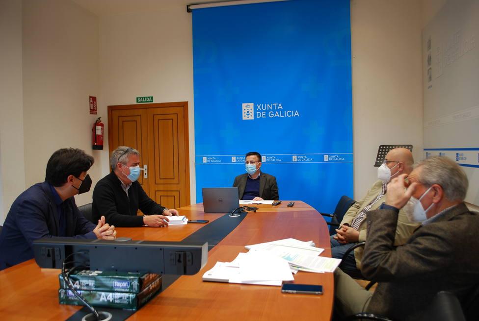 El conselleiro del Medio Rural, José González, se reunió con el alcalde de Mañón, Alfredo Dovale.FOTO: XUNTA