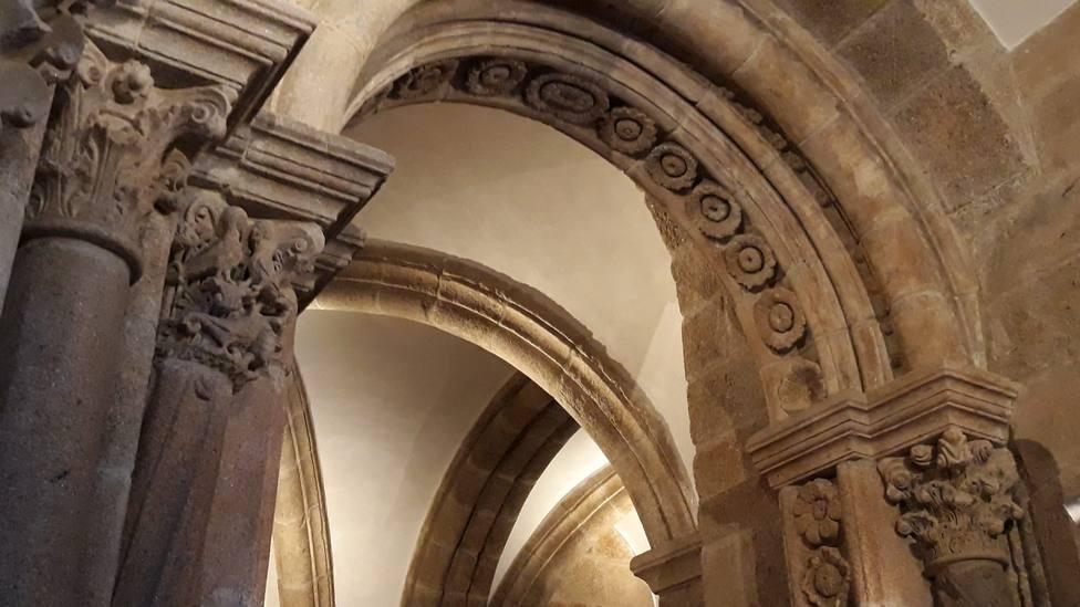 Obras de restauración de la escalinata y reja de la fachada del Obradoiro y cripta del Pórtico de la Gloria