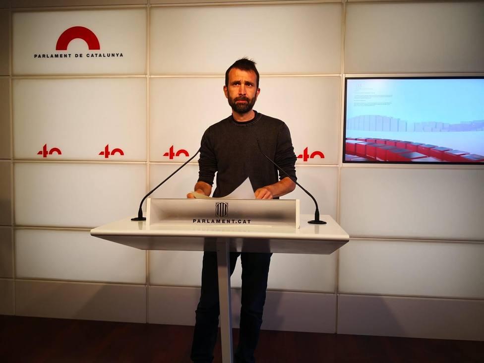El secretario tercero de la Mesa del Parlament y diputado de la CUP, Pau Juvillà, en rueda de prensa en el Par