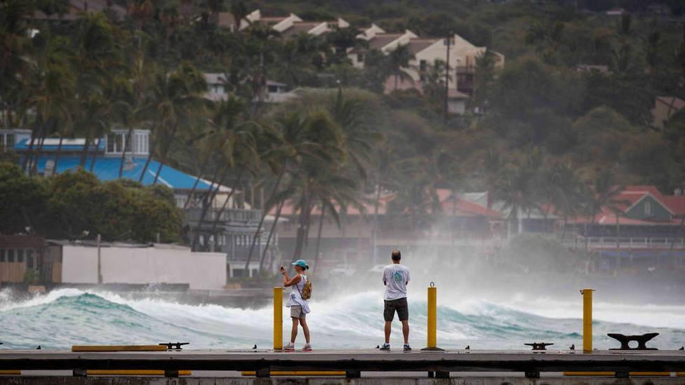 Olas generadas en Hawái por el huracán Lane en 2018