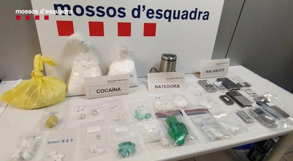 Droga y material requisada por los Mossos dEsquadra.